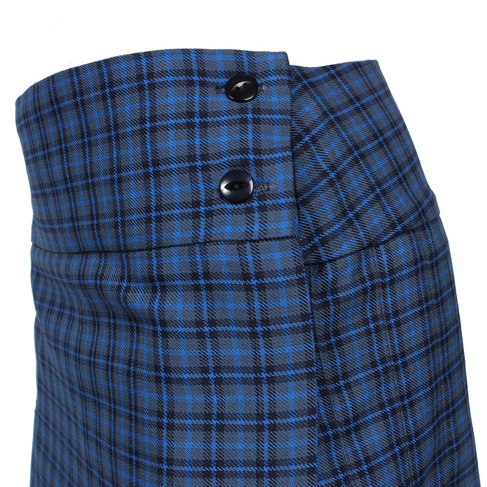 Kilt with basque waist and two buttons