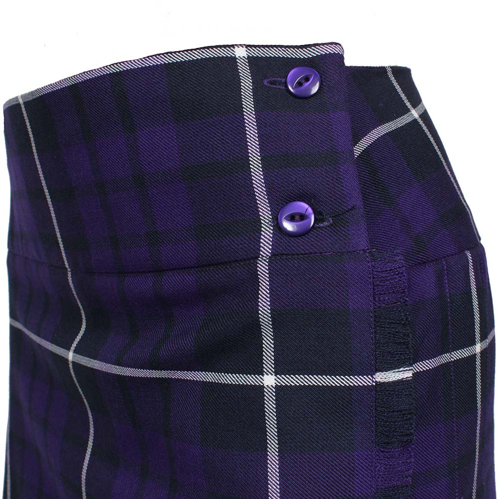 Kilt with basque waist, two buttons and fringing